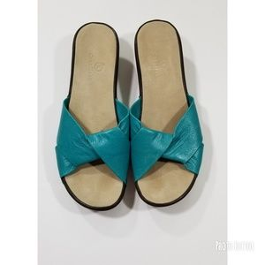 Cole Haan women stud slip on sandals Size 9